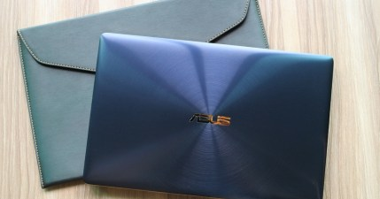【開箱】ASUS ZenBook 3 UX390 重量 910 公克的超輕薄效能級筆電(皇家藍)