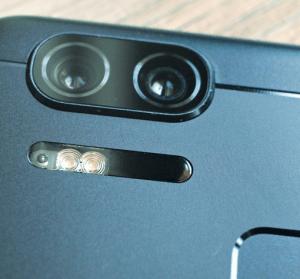 ZenFone 3 Zoom 首台雙鏡頭手機捕捉每一刻!5000mAh 超強續航力令人滿意