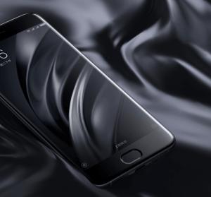 小米 6 開箱動手玩,玻璃與陶瓷四曲面設計手機質感提升
