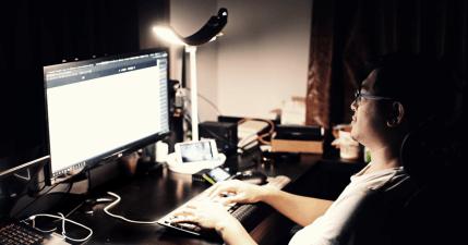 BenQ WiT 螢幕閱讀檯燈推薦,人生中最棒的一盞燈!智慧調光護眼 LED 檯燈,滿意度一百分