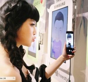 Samsung Galaxy S9/S9+ 實際體驗動手玩,AR 表情符號超好玩