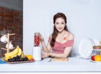 米家調理機兩用式設計,打完果汁輕鬆帶著走售價 895 元 12/17 正式在台上市