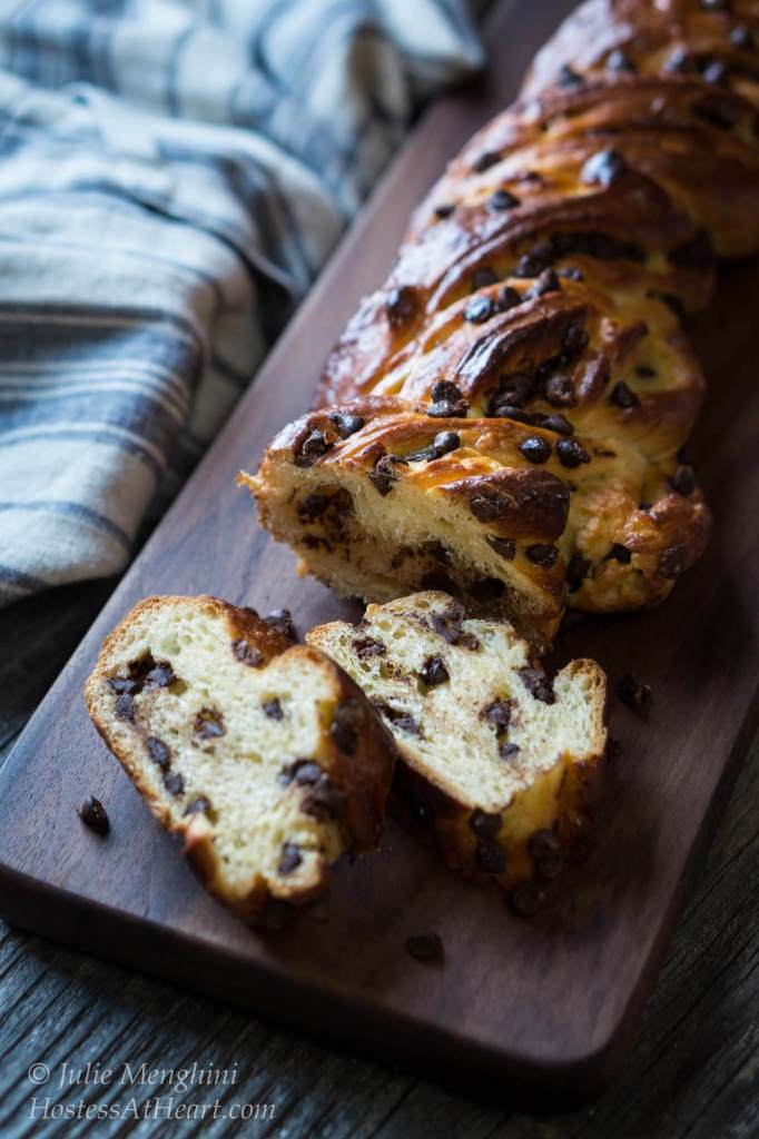 If you like sweet bread, especially sweet chocolate bread, this Sweet Russian Chocolate Braid is for you | HostessAtHeart.com
