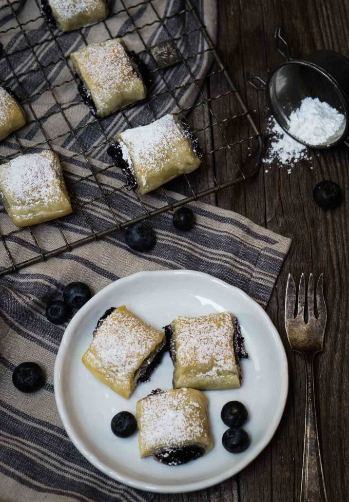 Blueberry Puff Pastry Rolls are quick, easy and delicious. They are perfect for your breakfast, brunch or that sweet treat after any meal | HostessAtHeart.com