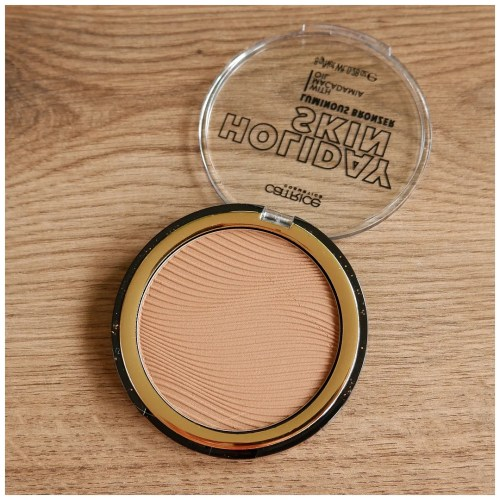 catrice holiday skin luminous bronzer review swatch 020 off to the island makeup look application fair skin