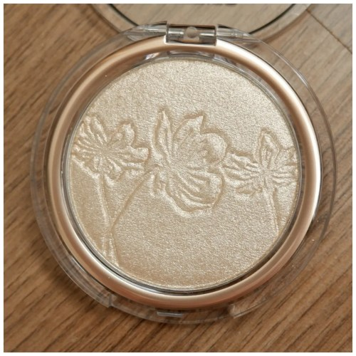 catrice more than highlighter review swatch makeup look fair skin 010 ultimate platinum glaze