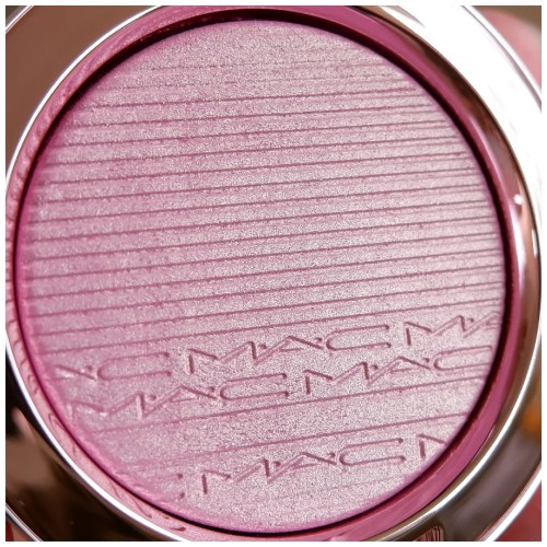 mac extra dimension blush dilly-dolly dilly dolly review swatch application makeup look fair skin dry skin limited edition black cherry blossom