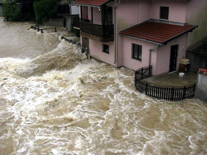 GTY_balkans_flood_9_sk_140516_4x3_1600