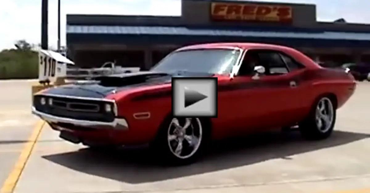 1971 Challenger 440 Six pack mopar muscle car