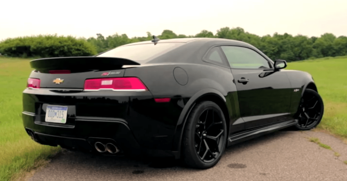 test driving the 2014 chevy camaro z28 hot cars. Black Bedroom Furniture Sets. Home Design Ideas
