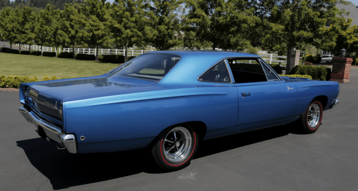blue 1968 plymouth hemi road runner 4-speed