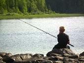 Fiske i Hotagsbygden. Foto Linda E