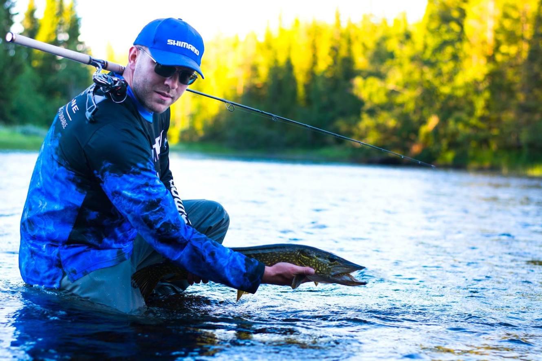 Fiskelycka med Hotagenkortet. Fiskare Piotruś Guza. Foto © Barbara Guza