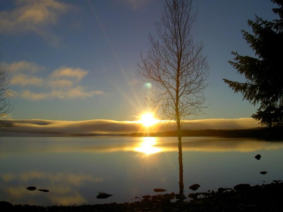 Soluppgång över Hotagssjön. Foto Maritha Grelsson