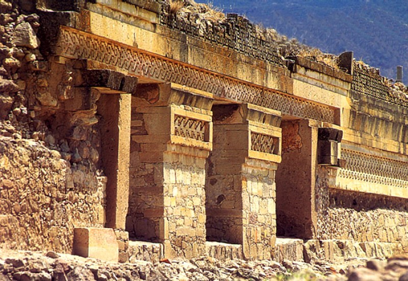 http://www.zonaarqueologica.com.mx/wp-content/uploads/2013/07/mitla-oaxaca.jpg