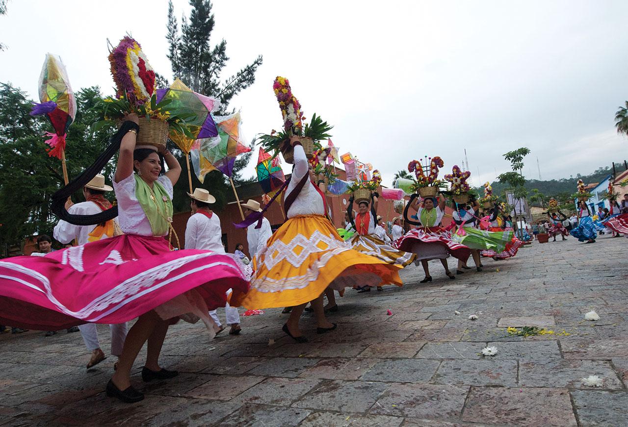 el festival cultural más esperado de oaxaca la guelaguetza