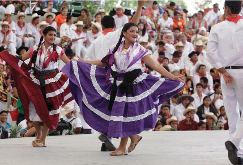 El festival cultural más esperado de Oaxaca: La Guelaguetza - 02_guela-1024x696