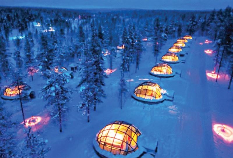 http://assets.inhabitat.com/wp-content/blogs.dir/1/files/2011/10/hotel-kakslauttanen-igloo-village-lead.jpg
