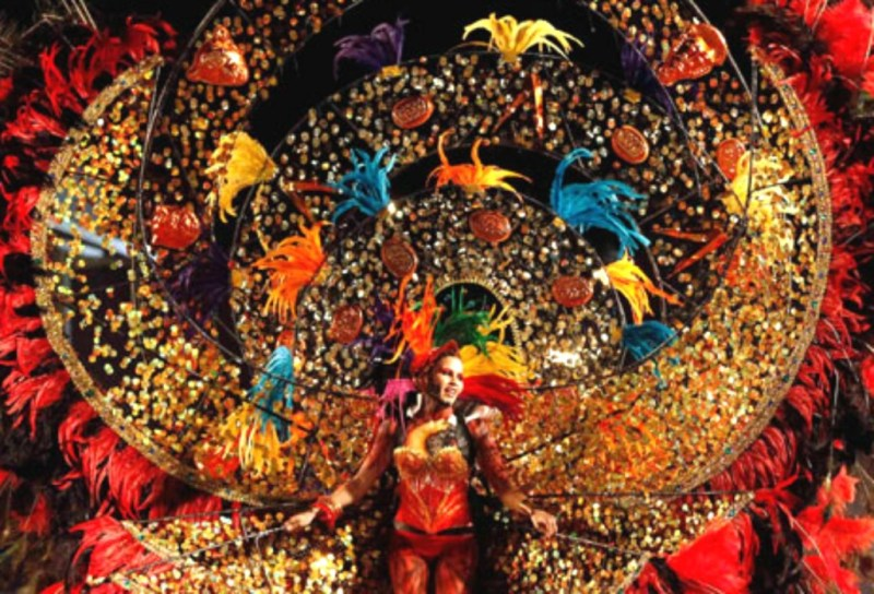 http://www.thefeathergirl.com/carnival-celebration-heard-around-world#sthash.xjFBWgS1.dpbs