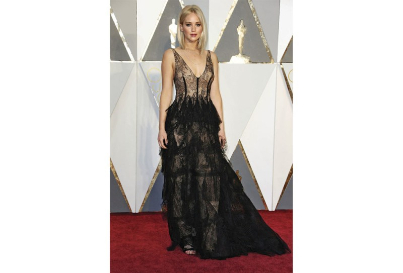 http://www.nytimes.com/slideshow/2016/02/28/fashion/2016-oscars-red-carpet-photos/s/oscars-red-carpet-2830-jennifer-lawrence.html