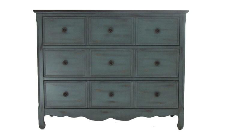 Mueblelo: la innovadora manera de decorar. - comoda-verde-patinado-hokku-designs