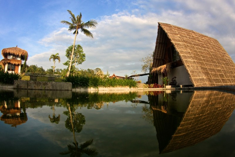 Los 10 mejores hoteles ecofriendly del mundo - eco-luxury-resort-is-at-the-end-of-a-muntain-village-on-the-slopes-of-the-batukaru-mountain-protruded-on-rice-and-other-cultivated-fields-village-above-the-clouds-desa-atas-awan-eco-boutique