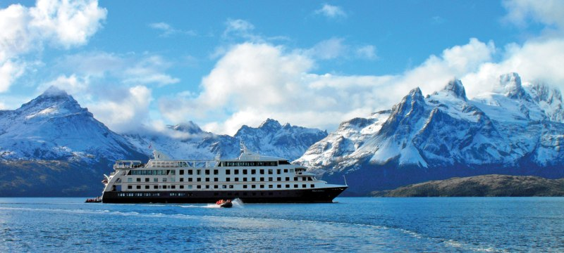 Los mejores cruceros según HOTBOOK - 2015-latin-america-chile-argentina-australis-expedition-cruises-tp-stella-australis-hero