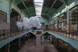 Berndnaut Smilde: El artista holandés que juega con límites entre realidad y ficción