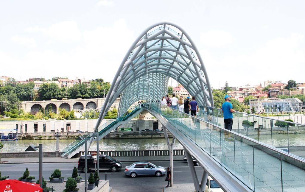 Georgia, un encanto en medio del Cáucaso - PORTADA-bridge