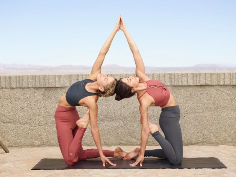 Nuestras marcas favoritas de ropa para hacer ejercicio - 2.Alo-Yoga-