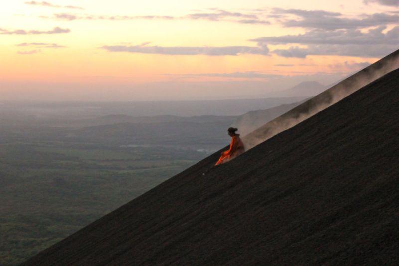 Las actividades extremas más emocionantes para este 2018 - Volcano-Surfing-