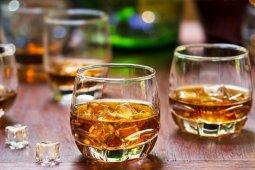 Todo lo que debes saber sobre el whisky para convertirte en un experto