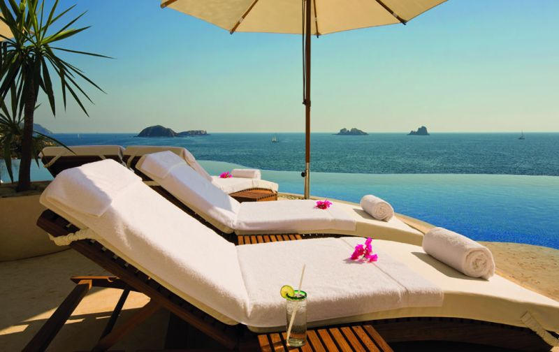 Cala de Mar Resort & Spa en Ixtapa - cala-de-mar-camastros