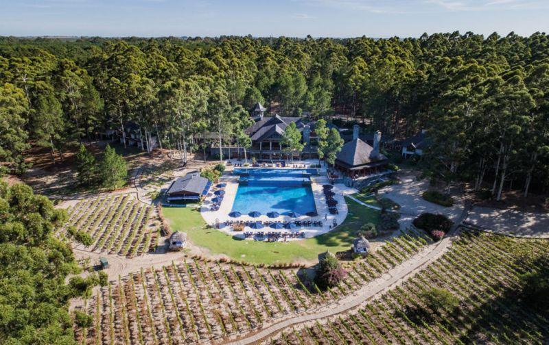 Carmelo Resort & Spa, un alojamiento imperdible en el suroeste de Uruguay - carmelo-resort-pool