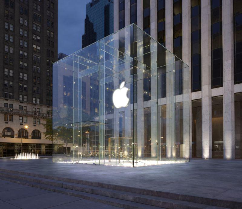 Apple es la primera empresa que vale más de un billón de dólares en la bolsa - apple-wall-street
