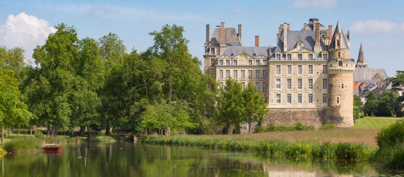 5 lugares del mundo llenos de misterio - chacc82teau-de-brissac