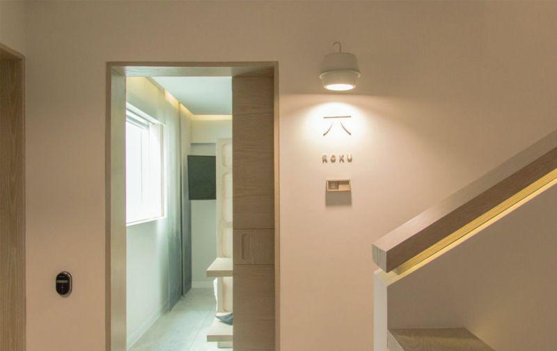 Ryo Kan - ryo-kan-hotel-japones-entrada-de-habitacion-escalera