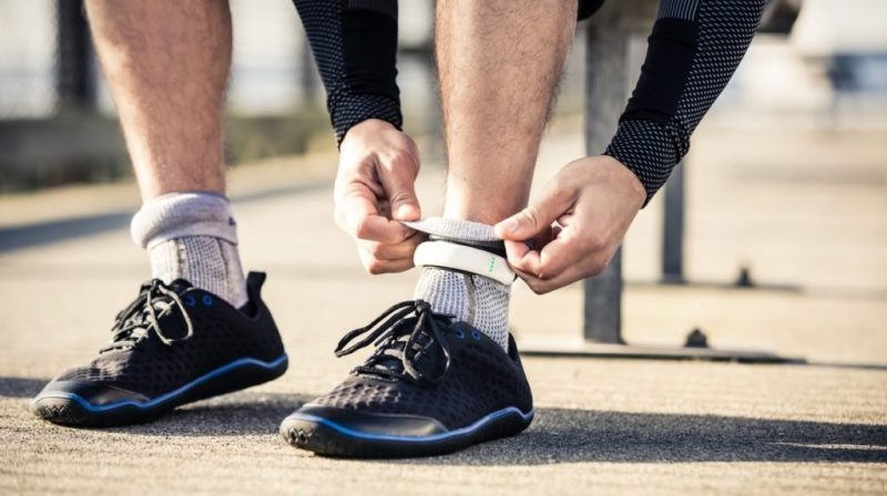 Wearable technology: ropa inteligente que complementa tu mundo digital - sensoria-running-sock-2-0-wearable-technology-3