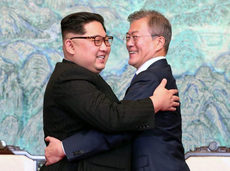Corea del Norte y Corea del Sur declaran la paz - pazcorea_abrazo