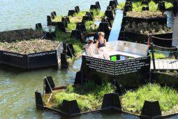 Rotterdam's Floating Park, el primer parque hecho de plástico reciclado
