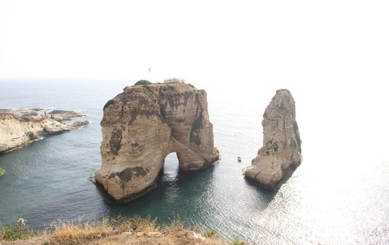 Beirut, el nuevo corazón del Mediterráneo - portada-arco-beirut-piedra-mar