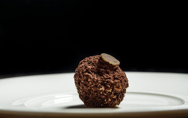 Luigi Taglienti y su cocina de la liguria - postre-comida-chocolate-bola-platillo-chef