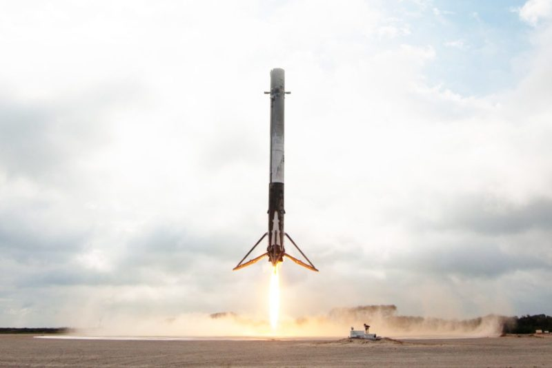 El cohete Falcon 9 de SpaceX aterrizó de forma exitosa en la costa de California - space-x-coehtre-falcon-3