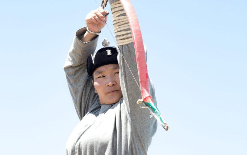 Mongolia, el lugar con un cielo eternamente azul - mongol-mongolia-arco-flecha