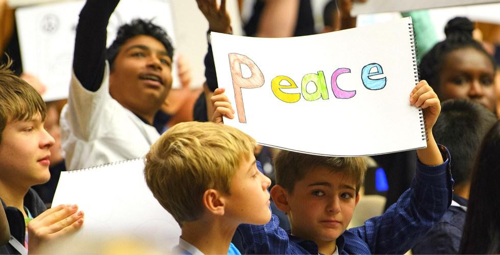 20 de noviembre: Día Universal del Niño - peace