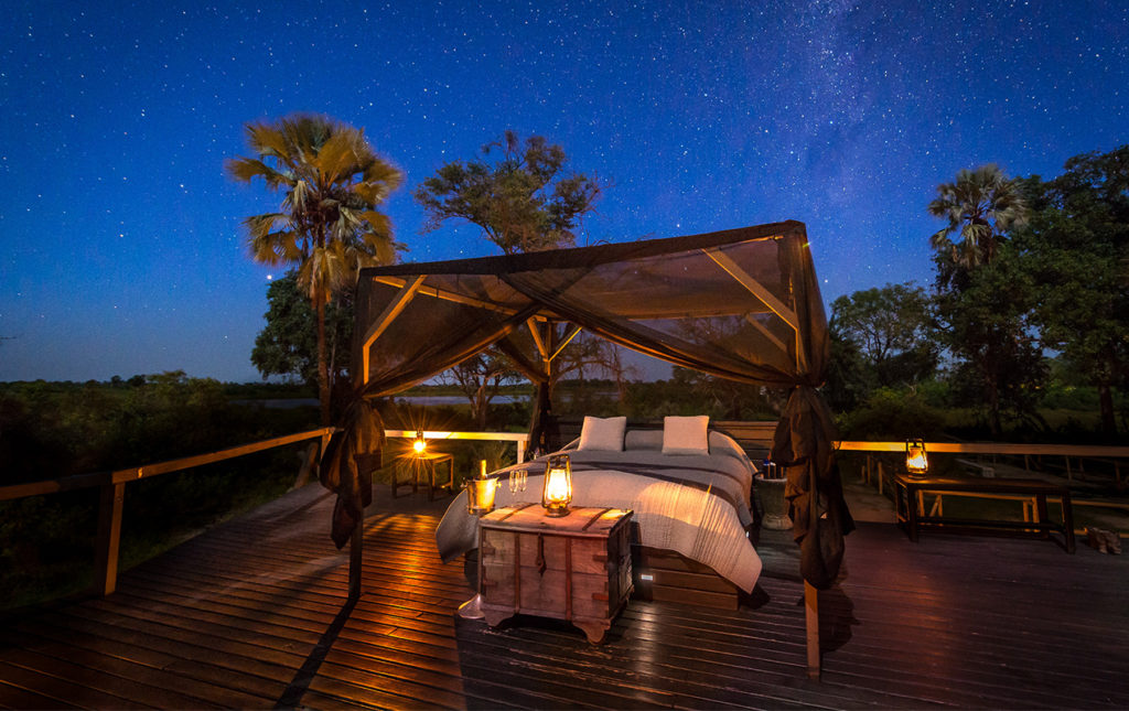 Viajes Planeta Azul, experiencias que marcan tu vida - portada cama noche estrellas romantico velas natural