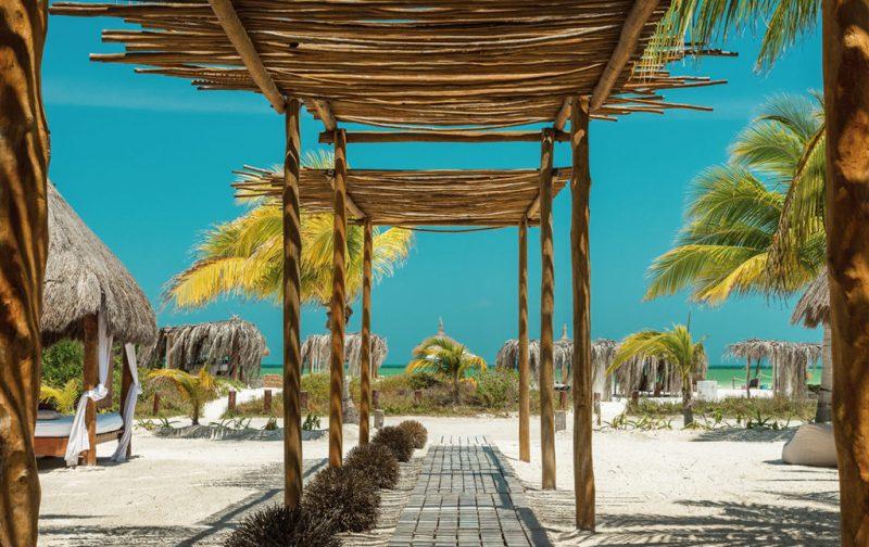 Ser Casasandra Holbox, tu casa en el paraíso - entrada-hotel-holbox-casa-sandra-playa