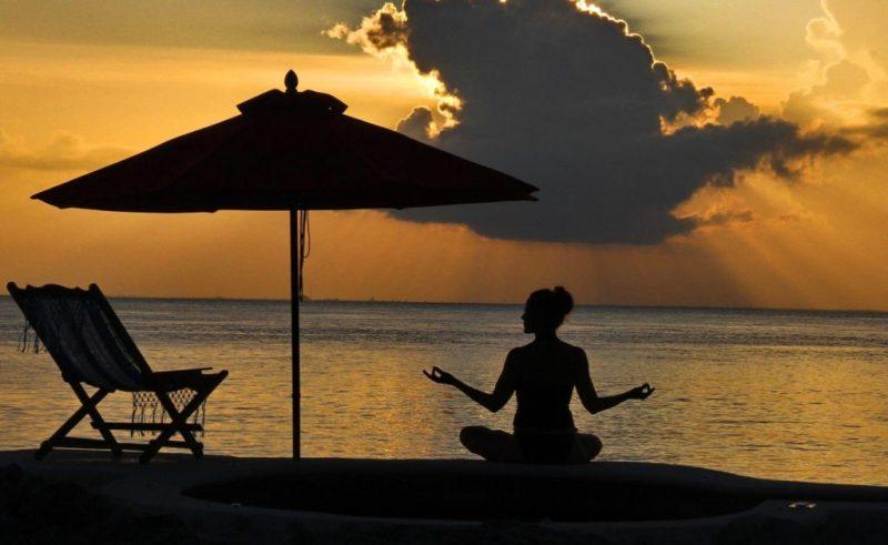 10 actividades wellness que puedes hacer en el hotel B Cozumel - yoga-hotel-b-cozumel