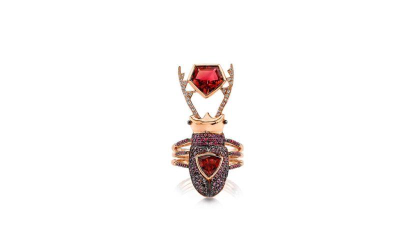 Hot stuff: las piezas que no deben faltar en tu clóset - daniela-villegas-joyeria-anillo-insecto