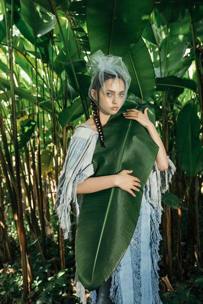 Nature love affair: una exploración de la feminidad y la naturaleza - outfit-moda-vestido-naturaleza-modelo-shoot-hoja